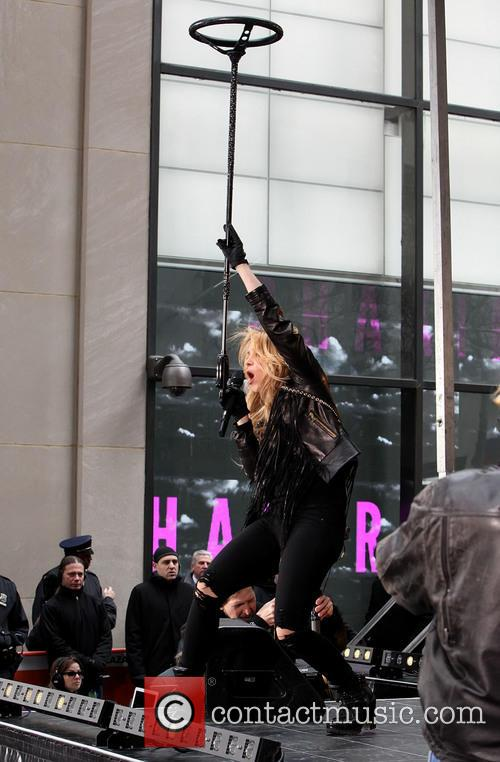 Shakira peforms live on 'Today'