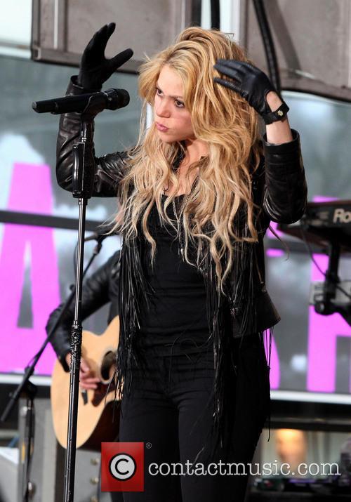 Shakira 27