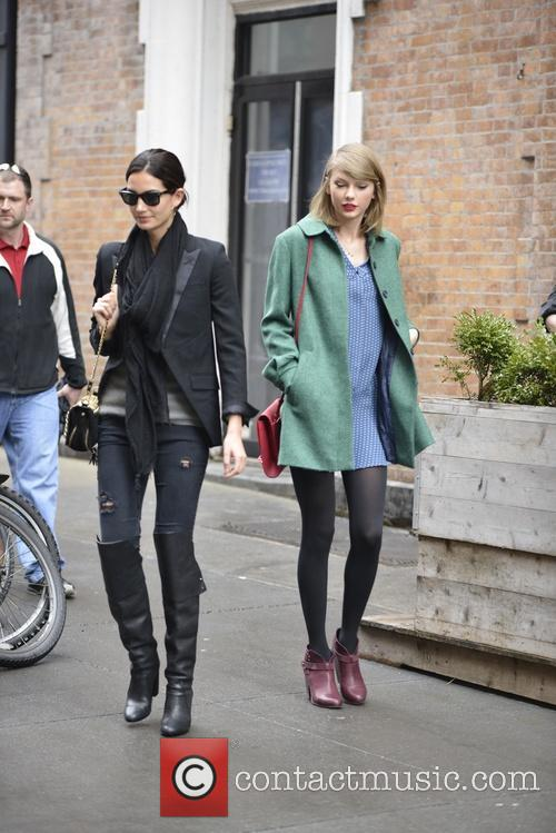 Lily Aldridge and Taylor Swift 1