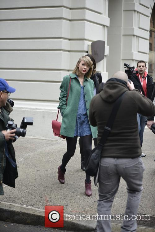 Taylor Swift is mobbed by photographers