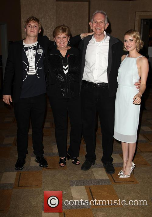 Evan Peters, Phil Peters, Julie Peters and Emma Roberts 3