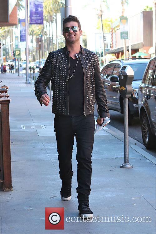 robin thicke robin thicke walking along bedford 4134226