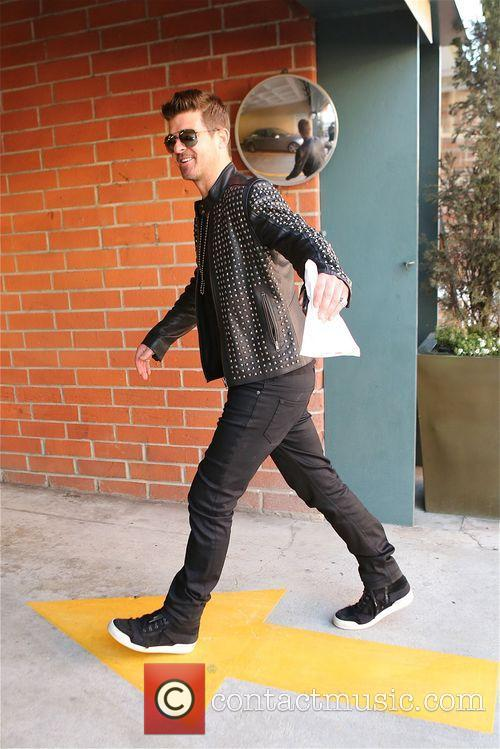 robin thicke robin thicke walking along bedford 4134229