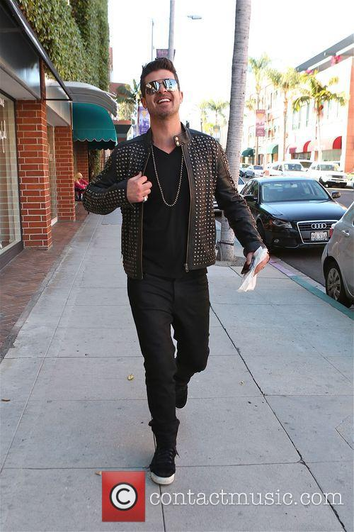 robin thicke robin thicke walking along bedford 4134236