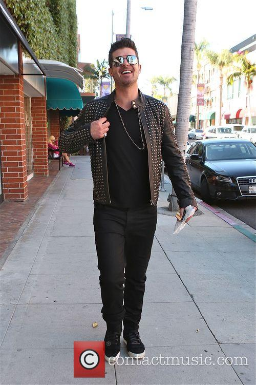 robin thicke robin thicke walking along bedford 4134243