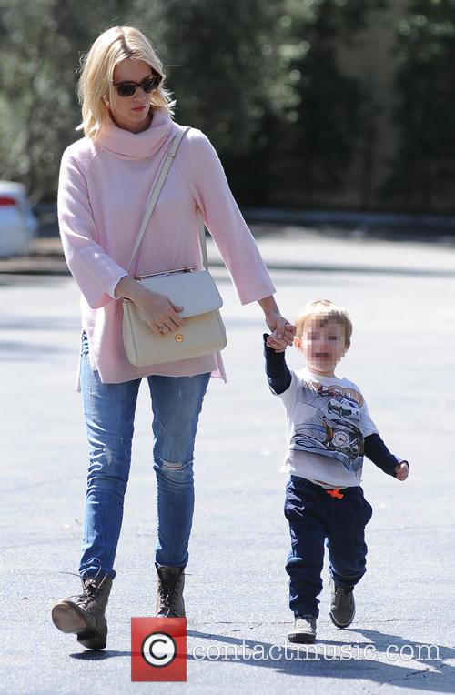 january jones january jones takes son xander 4133877