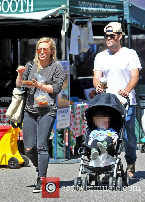 Hilary Duff, Mike Comrie and Luca Comrie 2