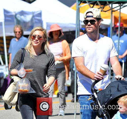 Hilary Duff, Mike Comrie and Luca Comrie 1