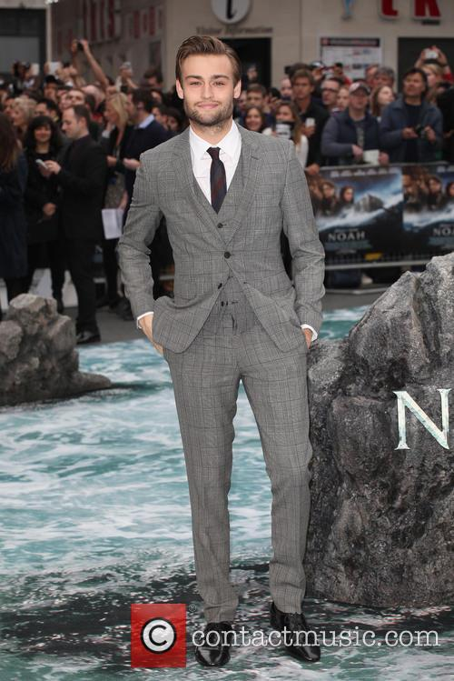 douglas booth uk premiere of noah 4134550