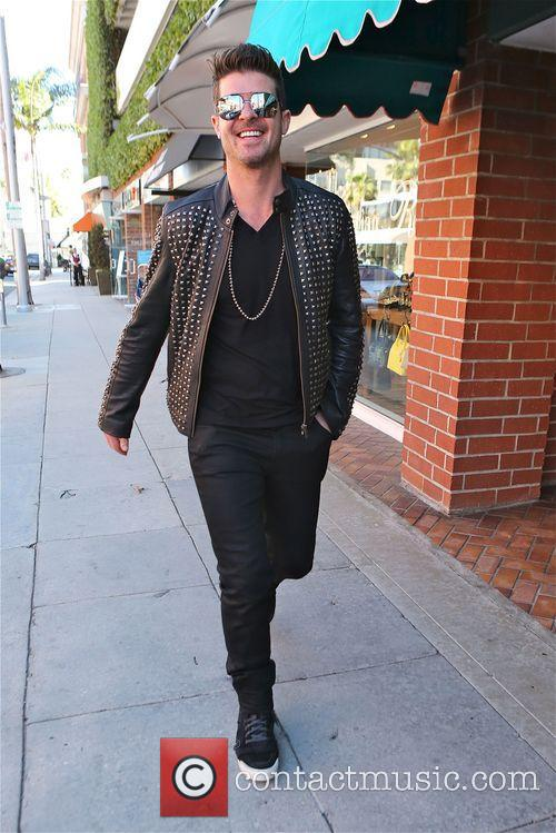 robin thicke robin thicke walking along bedford 4134494