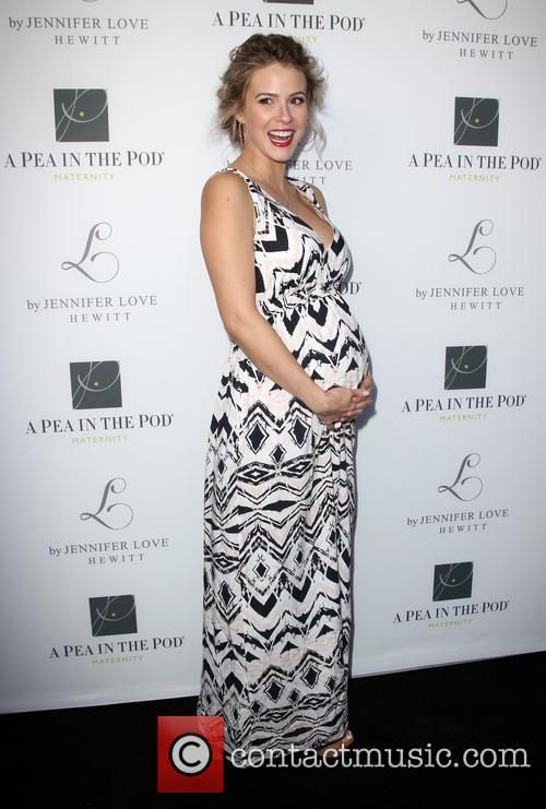 Jennifer Love Hewitt, Linsey Godfrey, Pea In The Pod Store