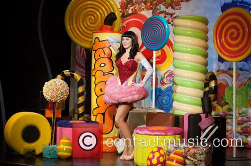 Katy Perry and View 4