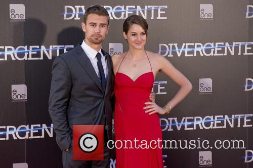 Theo James and Shailene Woodley 4