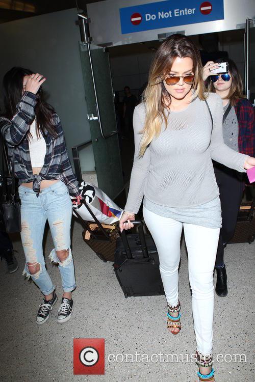 Khloe Kardashian, Kendall Jenner and Kylie Jenner 7