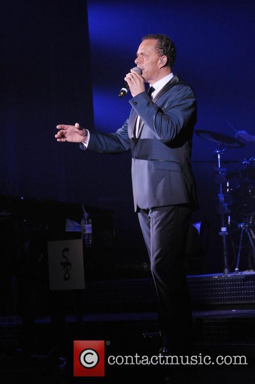 Lance Ellington peforming live in concert