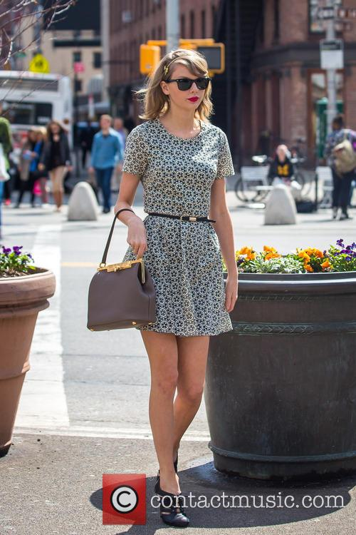 Taylor Swift shopping in NYC