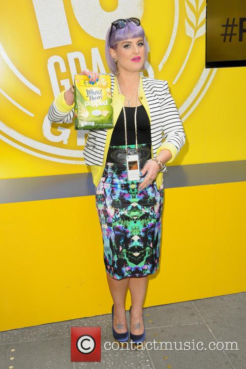 kelly osbourne wheat thins popped launch with 4147613