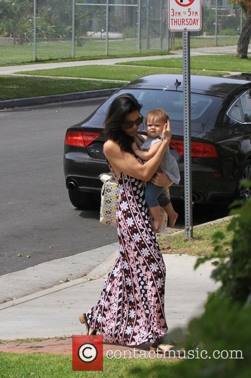 Jenna Dewan and Daughter Cross The Street 3