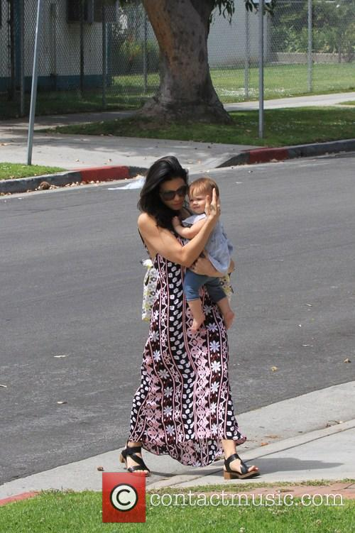 Jenna Dewan and Daughter Cross The Street 4