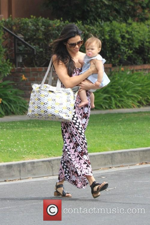 Jenna Dewan and Daughter Cross The Street 6
