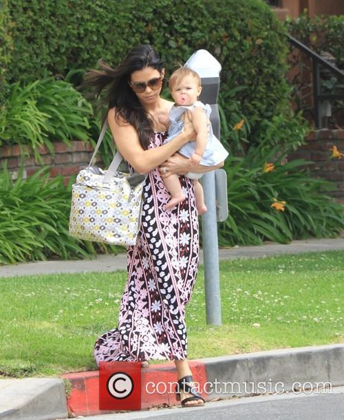 Jenna Dewan and Daughter Cross The Street 7