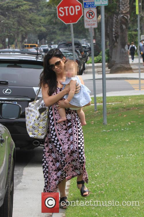 Jenna Dewan and Daughter Cross The Street 11
