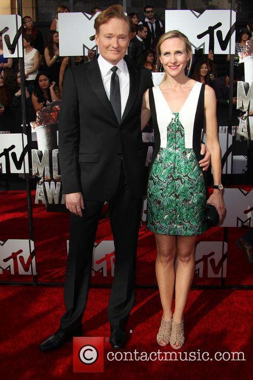 Conan O'brien and Liza Powel 4