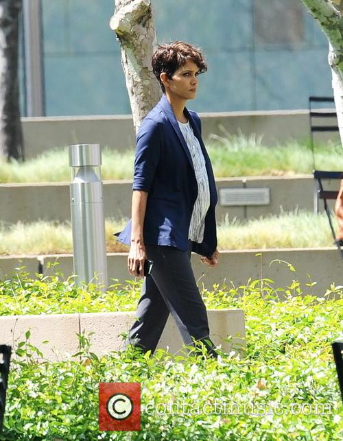 "Halle Berry filming ""Extant"""