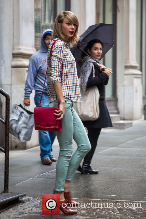 Taylor Swift out and about on a rainy day
