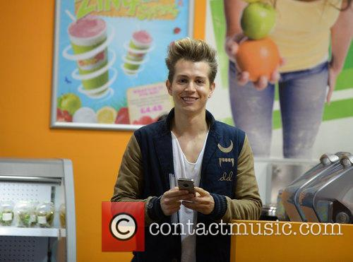 James Mcvey and The Vamps 6