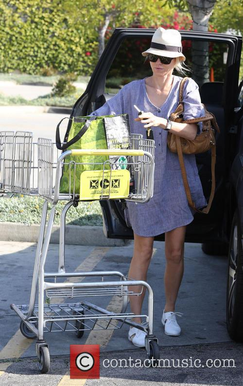 naomi watts naomi watts shopping in brentwood 4162054