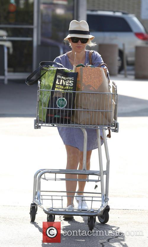 naomi watts naomi watts shopping in brentwood 4162057