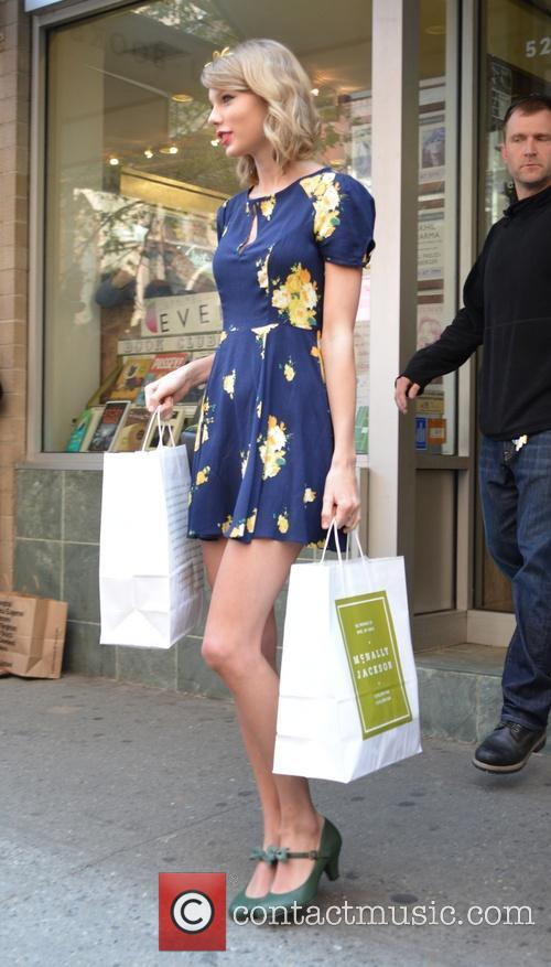 Taylor Swift wears spring fashion as she shops...