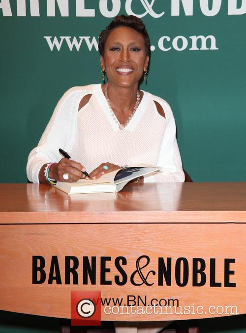 robin roberts robin roberts signs copies of 4165547