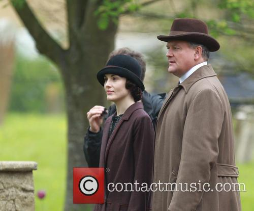 michelle dockery hugh bonneville downton abbey cast film 4166483