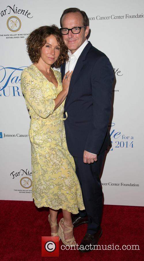 Jennifer Grey and Clark Gregg 9