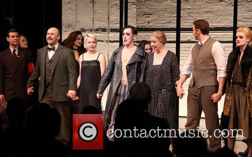 Aaron Krohn, Danny Burstein, Michelle Williams, Alan Cumming, Linda Emond, Bill Heck and Gayle Rankin 1