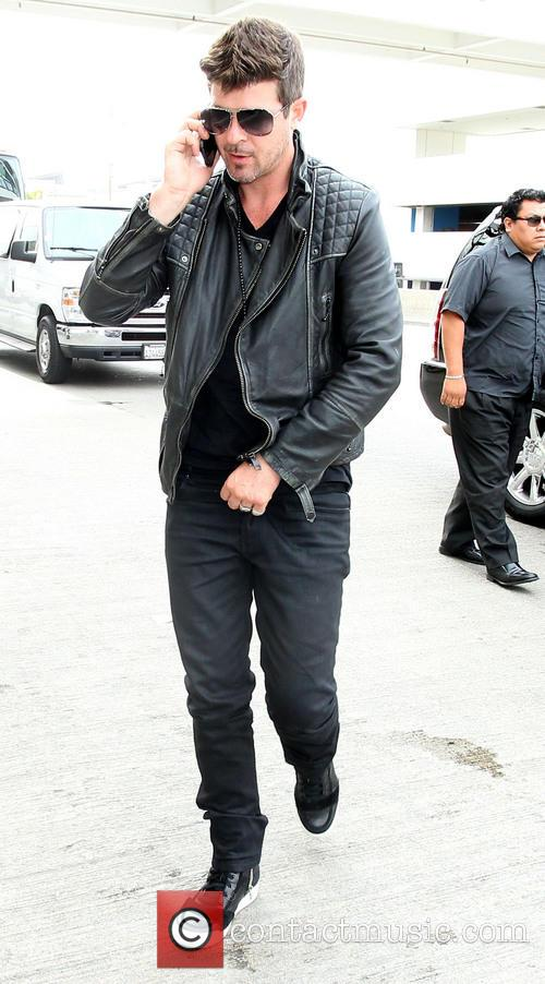 Robin Thicke arrives at Los Angeles International (LAX) airport