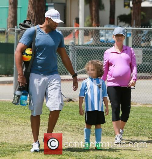 Kendra Wilkinson and Hank Baskett 8