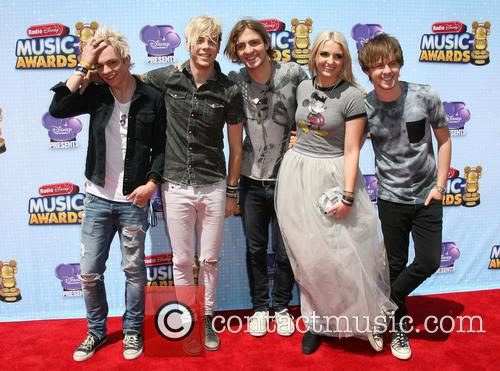 Ross Lynch, Riker Lynch, Rocky Lynch, Rydel Lynch and Ellington Ratliff Of 'r5' 3