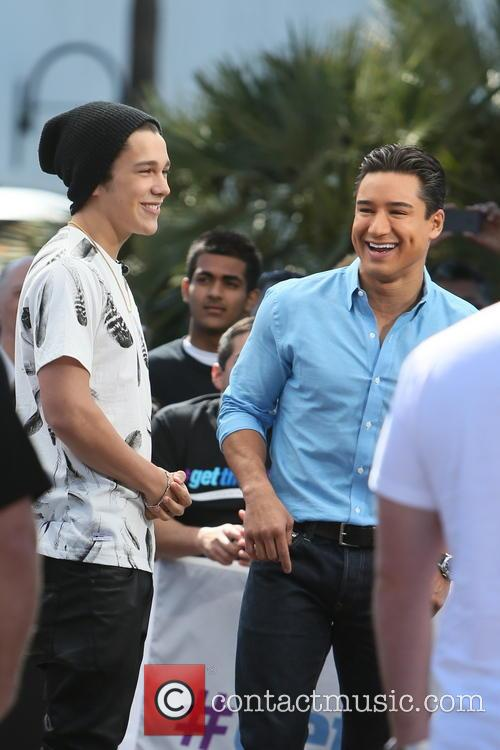 Austin Mahone and Mario Lopez 9