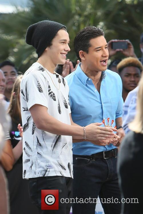 Austin Mahone and Mario Lopez 10