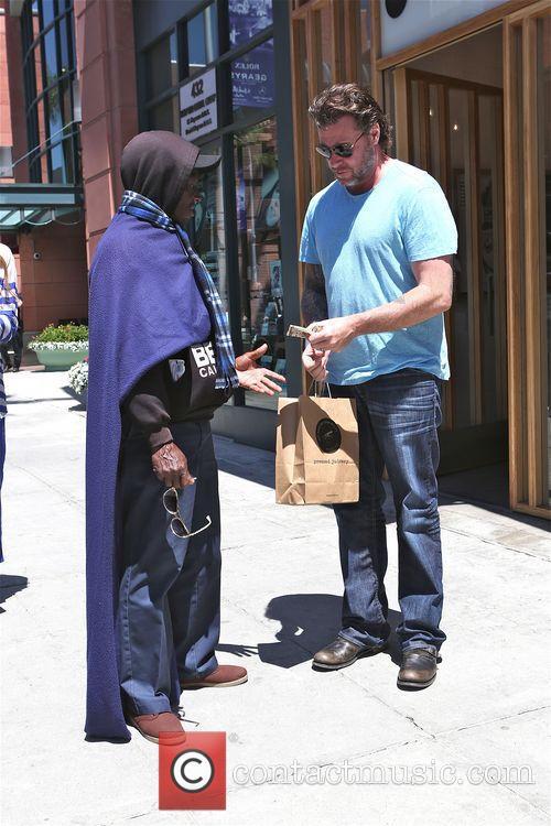 Dean McDermott seen giving a homeless man some money