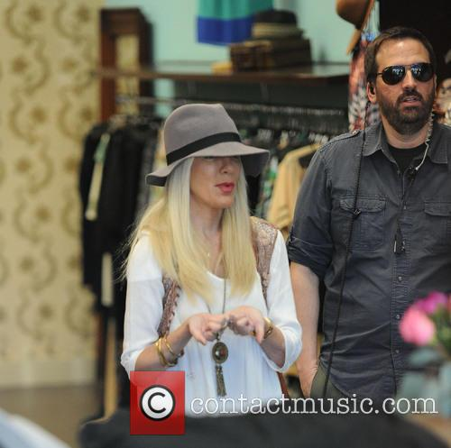 tori spelling tori spelling does a production 4173678