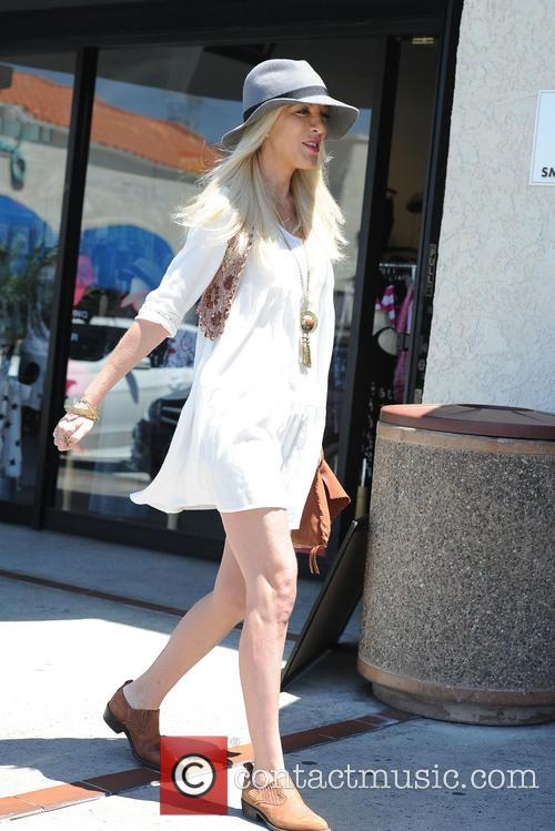 tori spelling tori spelling does a production 4173689