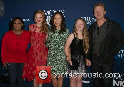 Chandra Wilson, Sarah Drew, Sandra Oh, Guest and Kevin Mckidd 4