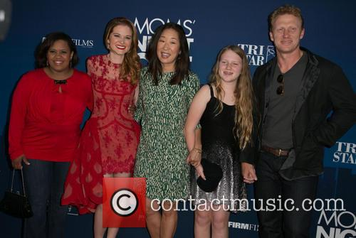 Chandra Wilson, Sarah Drew, Sandra Oh, Guest and Kevin Mckidd 5