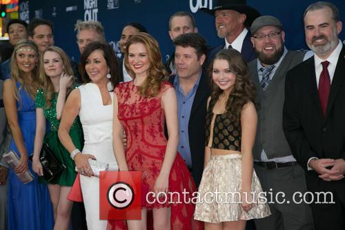Patricia Heaton, Sarah Drew, Sean Astin, Sammi Hanratty, Trace Adkins and Guests 5