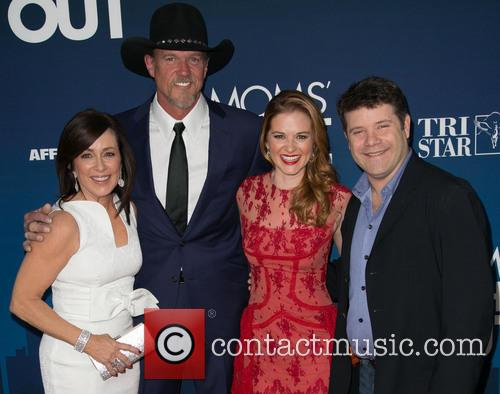 Patricia Heaton, Trace Adkins, Sarah Drew and Sean Astin 4