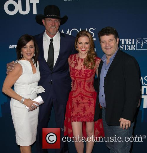 Patricia Heaton, Trace Adkins, Sarah Drew and Sean Astin 10